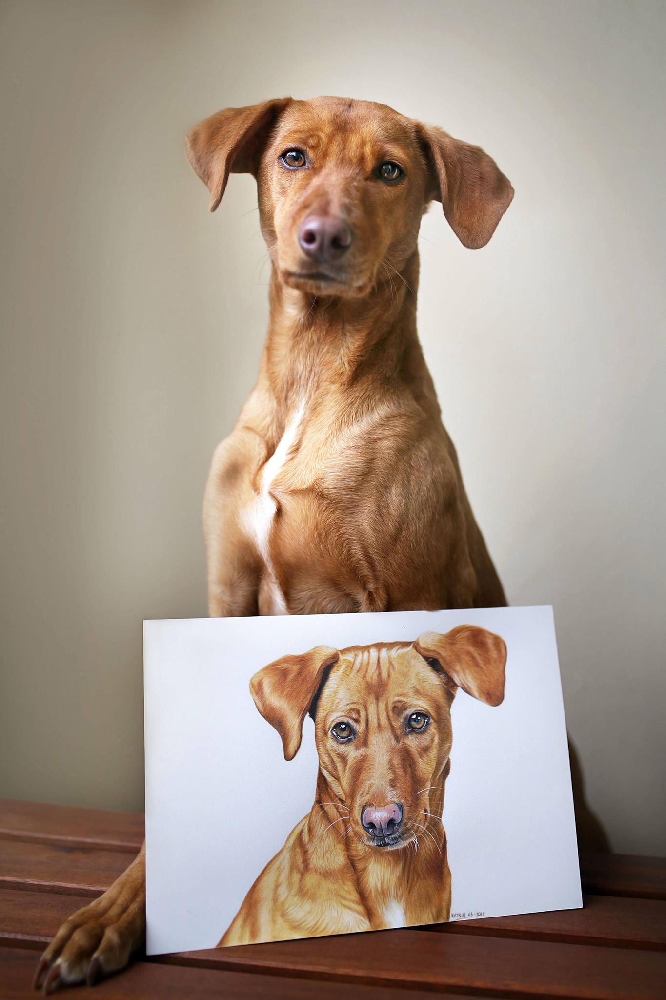 Pina mit ihrem Portrait